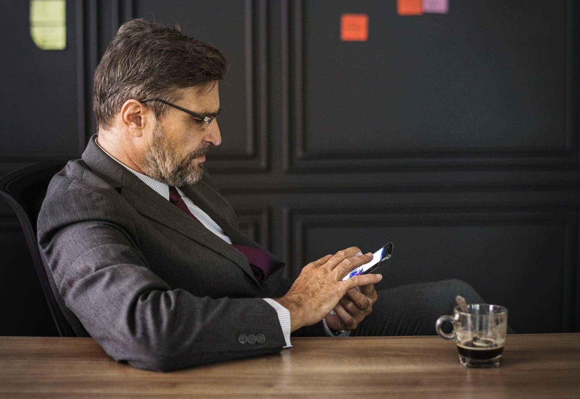Hrátky našeho těla – co se děje při telefonování